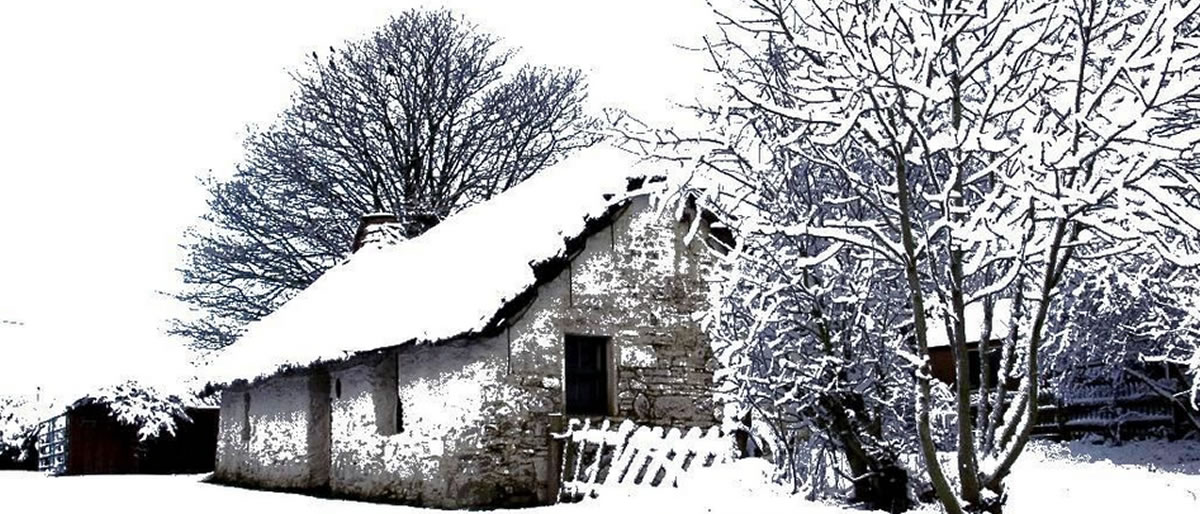 Cruck Cottage in Winter